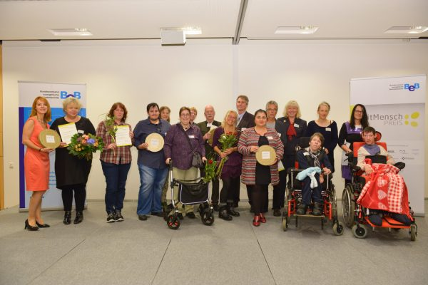Gruppenbild der GewinnerInnen des mitMenschPreis 2016